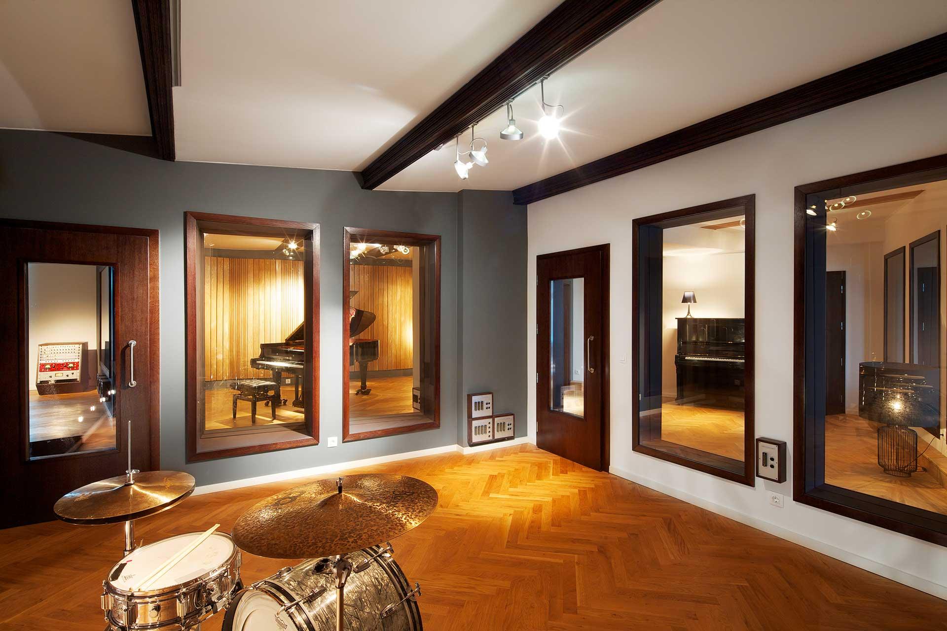 Sensational High End Studio Jrs Jazzanova Recording Studio Berlin Germany Largest Home Design Picture Inspirations Pitcheantrous